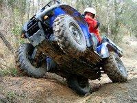 Levantando las ruedas del quad