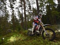 Accelerating the enduro motorcycle
