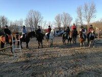 Grupo a caballo en El Espinar