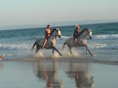 Escapada romántica y paseo a caballo playa Bolonia