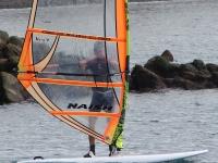 Entrenando con tabla de windsurf