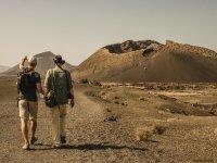 在火山之间散步