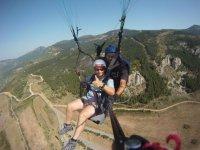 滑翔伞在韦斯卡的风景