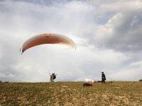 Preparando el vuelo en parapente