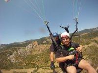 滑翔伞与城堡背飞