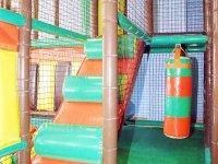 Escalera parque infantil