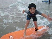 Dai piccoli con il surf