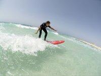 Vieni a scuola di surfisti gratuiti