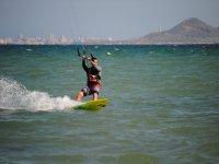 Kitsurfista en la costa murciana