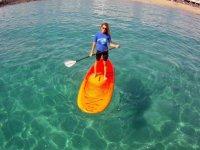 在兰萨罗特岛的桨冲浪