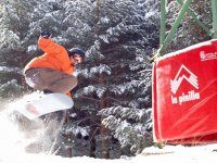 滑雪板进行跳跃滑雪学校XTremeaventura