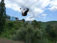 跳拉链线横跨山