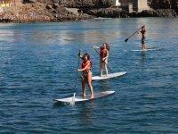 Remando en sup por la costa de Gran Canaria