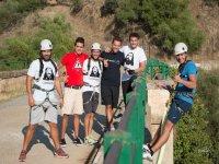 Festeggiamenti tra amici con bungee jumping