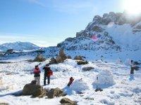 Haciendo iglus en la nieve