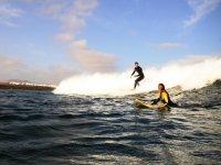 Surf studenti tra le onde