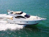 Yacht durante la navigazione