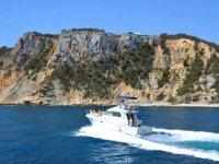Camminando sulla barca di fronte a Javea