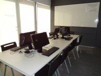 Aula di pratiche radio per 8 studenti