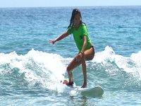 Alumna en practicas de surf