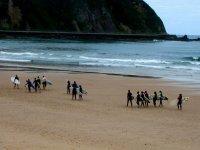 Grupo de alumnos de surf