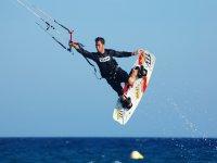 kitesurf flying