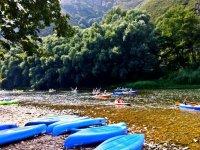 Canoe blu nel Sella