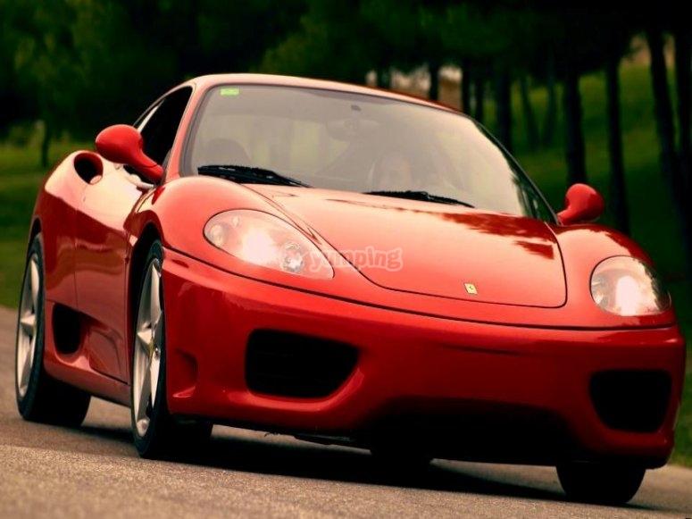 ¿Quieres subir a bordo de un Ferrari?