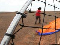 标志Paratrike Vista的起飞通过网络来监视动力伞动力伞