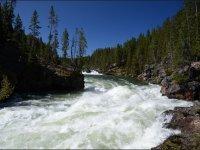 Rio de agua bravas