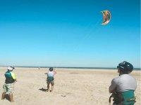 风筝在海滩上练