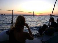 日落小船上的太阳海岸的船
