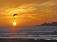 Kitesurf al atardecer en Tarifa