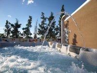 Acqua calda Jacuzzi all'aperto 7 posti -RuralSuite Hotel Apartments ****