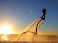 Flyboard con il tramonto