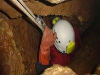 Scendendo nella grotta