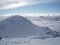 路线和白雪皑皑的道路