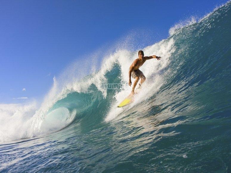 Practicar surf en España