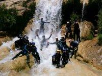 À l'intérieur de la cascade