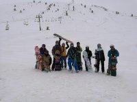 Con las tablas de snow en la nieve