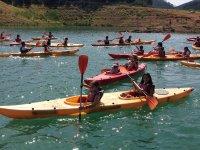 Navegando en piragua en el pantano valenciano
