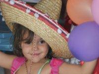 Peque con sombrero mexicano