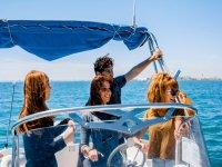 Disfrutando del mar en barco