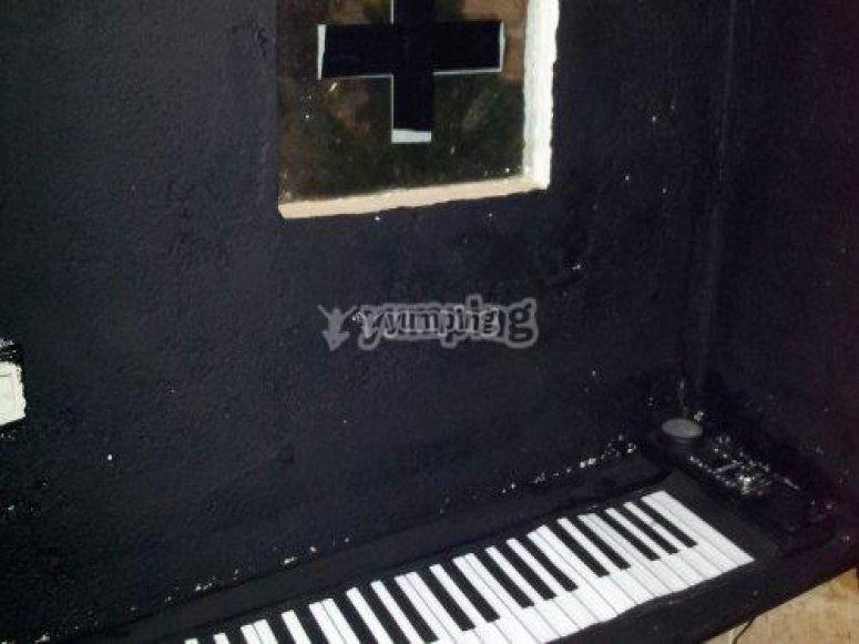 piano en cementerio de las animas