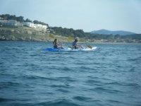 En en kayak por la playa de Tamarit