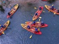 Descenso en canoas en el campamento