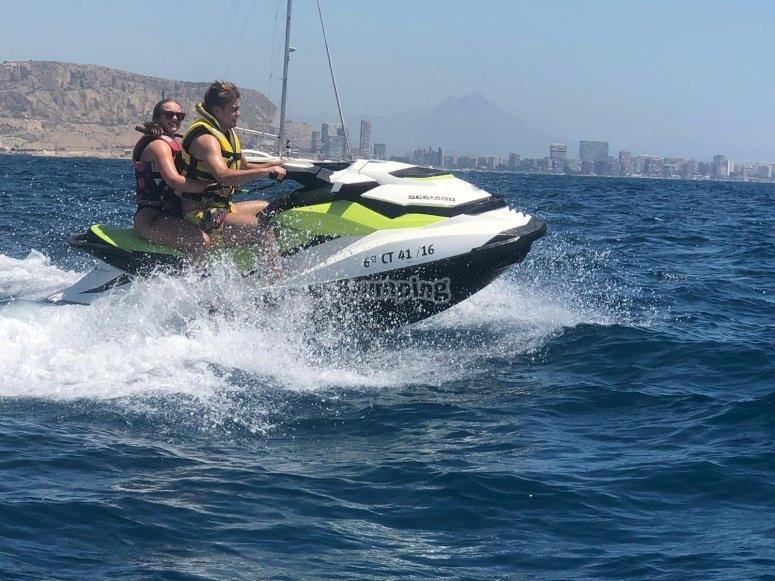 Playa de Postiguet en moto de agua