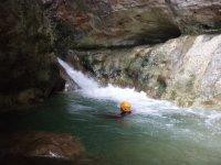 两个人的峡谷降落