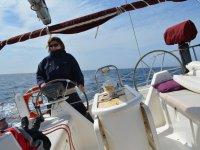 Llevando el timon durante la navegacion