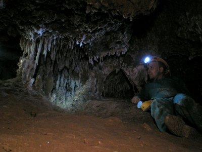 Espeleología en la Cueva de las Rondas